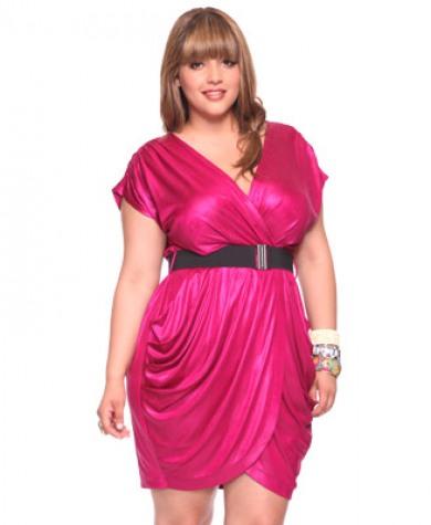 Pembe siyah kuşaklı diz üstü büyük beden elbise tasarımı