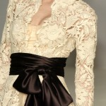 krem rengi dantelli siyah kuşaklı abiye elbise