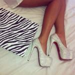 beyaz paltformlu taşlı ayakkabı modeli