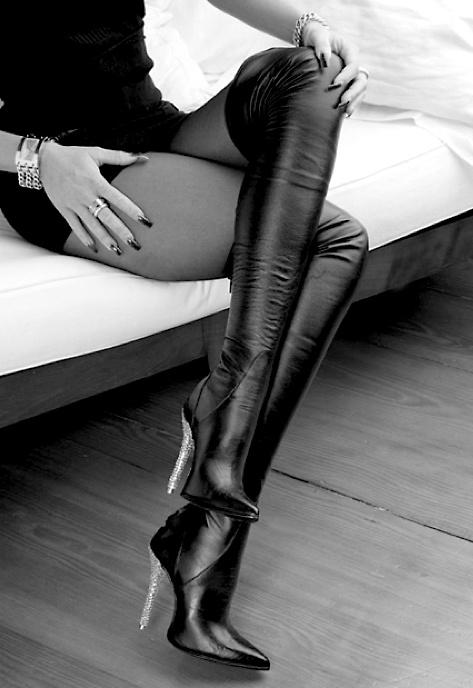 gümüş rengi topuklu uzun çizme modeli