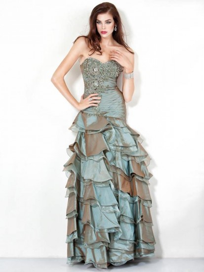http://www.modadiyari.net/wp-content/uploads/2013/01/kat-kat-f%C4%B1rf%C4%B1rl%C4%B1-ta%C5%9Fl%C4%B1-abiye-elbise-modeli-413x550.jpg