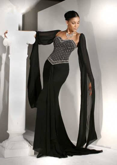 http://www.modadiyari.net/wp-content/uploads/2013/01/siyah-renk-ta%C5%9Fl%C4%B1-abiye-elbise-modeli-389x550.jpg