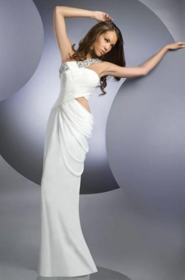 Beyaz renk abiye elbise modelleri tek omuz askılı ve taşlı beyaz