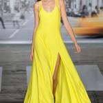 uzun yırtmaçlı dkny elbise modeli